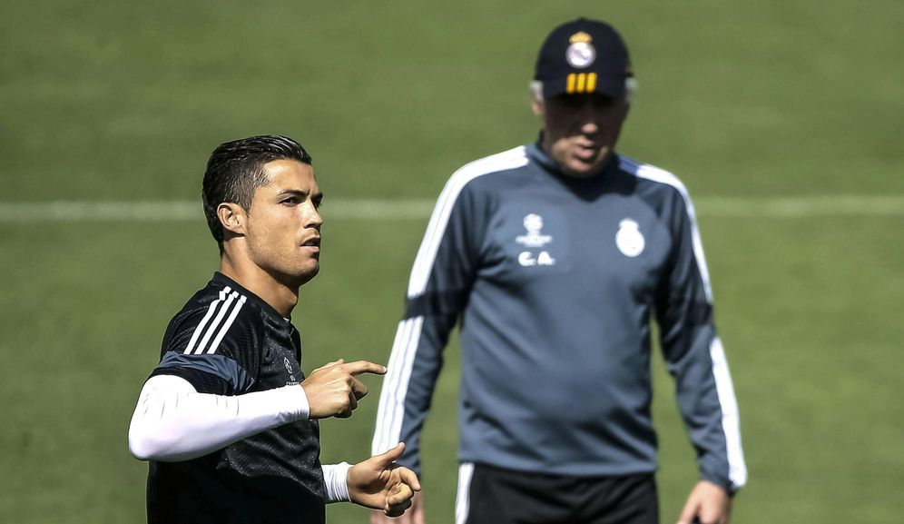 Foto: Ancelotti y Cristiano Ronaldo durante un entrenamiento del Real Madrid (EFE)