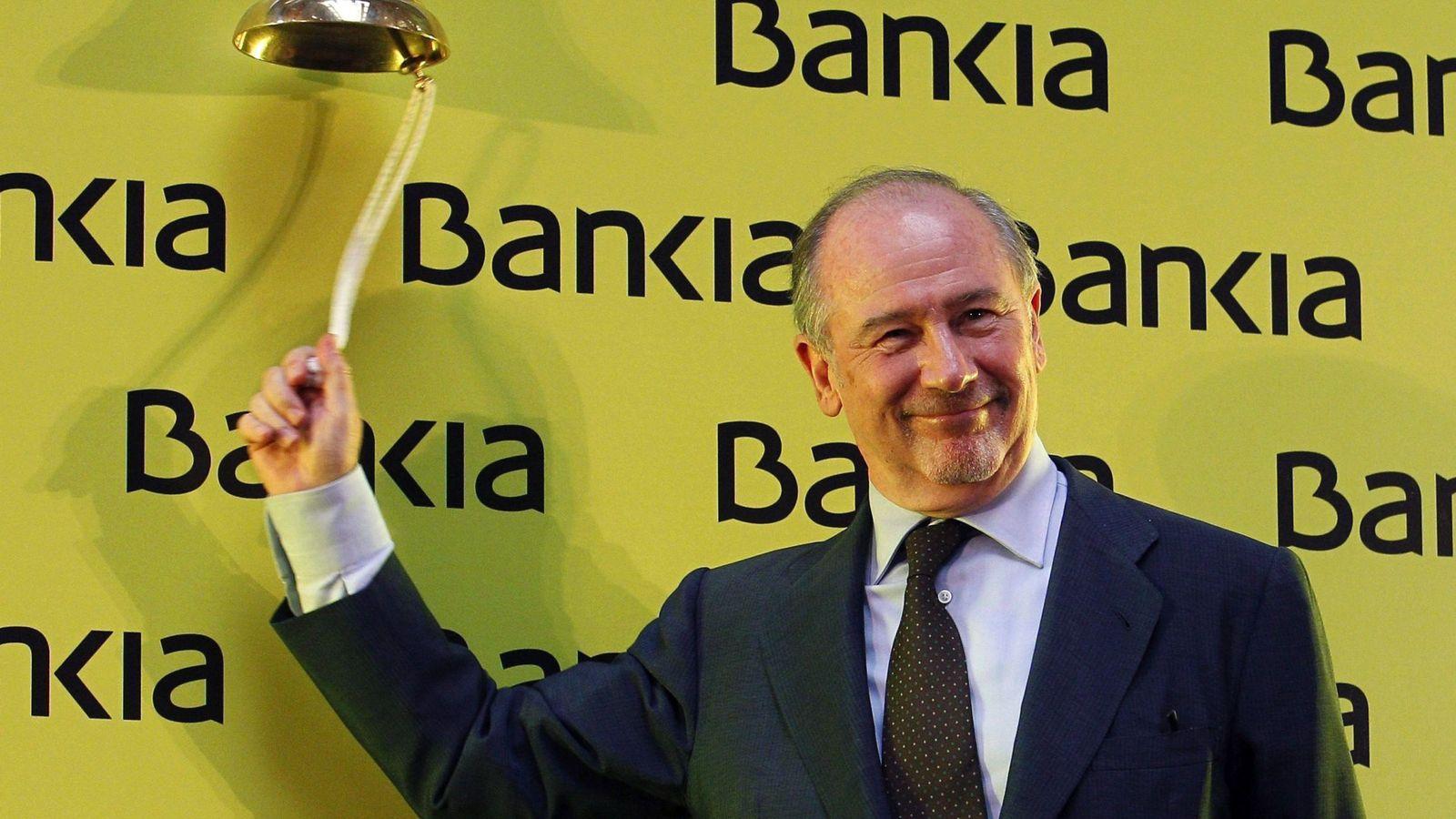 Foto: Rodrigo Rato, en el inicio de negociación en bolsa de Bankia, el 20 de julio de 2011. (EFE)