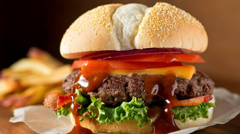 Foto: ¿Qué hay dentro de esa salsa que gotea de la hamburguesa? (iStock)