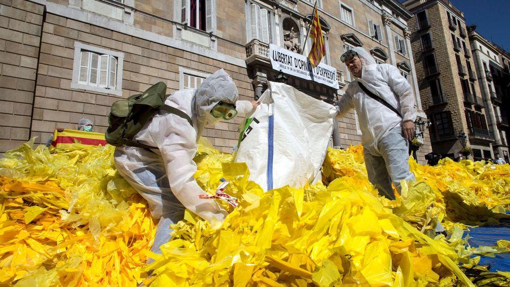 Nueva querella contra Torra por mantener un gran lazo dentro de la Generalitat