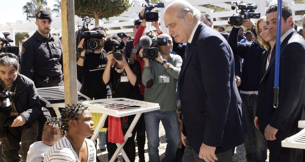 El ministro del Interior, Jorge Fernández Díaz, visita el CETI de Melilla. (EFE)