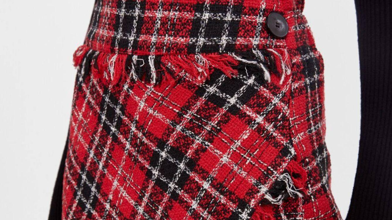 Bershka reinventa la minifalda de cuadros que llevábamos de niñas y nos ha enamorado