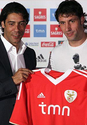 El Benfica hace oficial el fichaje de Capdevila que jugará en Portugal dos temporadas