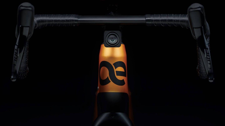La e-bike Cyklaer cuenta con cámaras delante y detrás, lo que permite grabar video de la ruta o disponer de un retrovisor que muestra la imagen en nuestro smartphone.