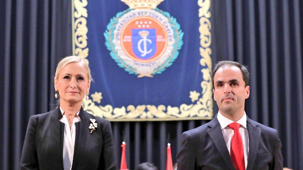 Foto: Cristina Cifuentes y Javier Rodríguez, en la toma de posesión de este como rector de la Universidad Rey Juan Carlos.