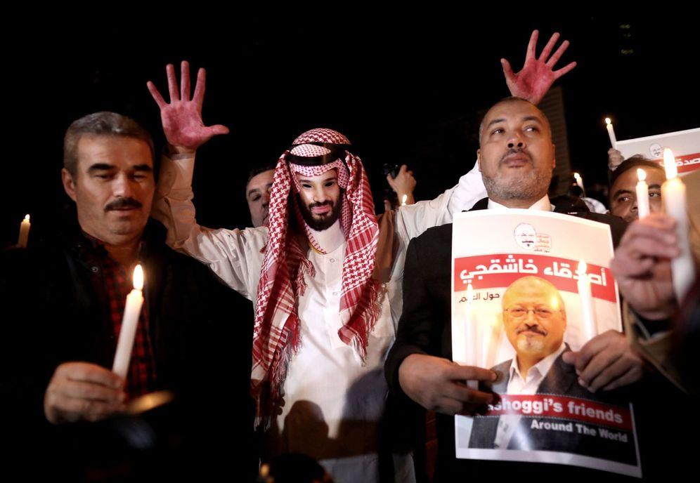 Foto: Protestas frente al consulado saudí en Estambul tras la muerte del periodista Jamal Khashoggi. (EFE)