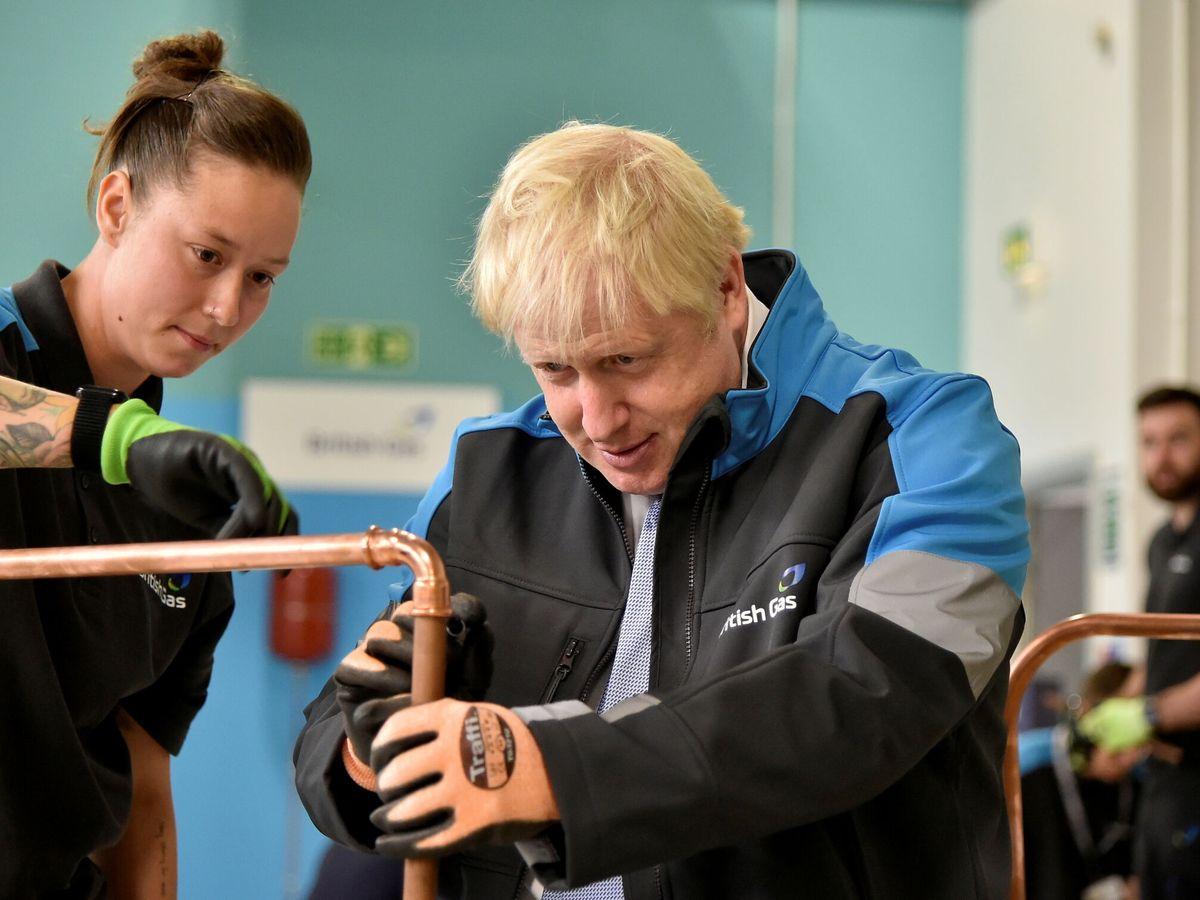 Foto: Boris Johnson, primer ministro británico, durante una visita a una academia de la British Gas. (Reuters)