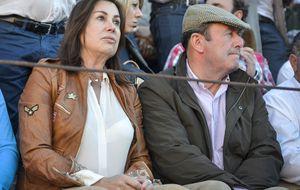 El ex de Martínez Bordiú se deja querer por una íntima de Pantoja
