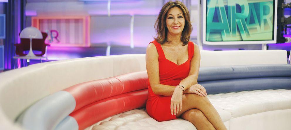 Foto: La presentadora Ana Rosa Quintana en el plató del programa. (Enrique Villarino)