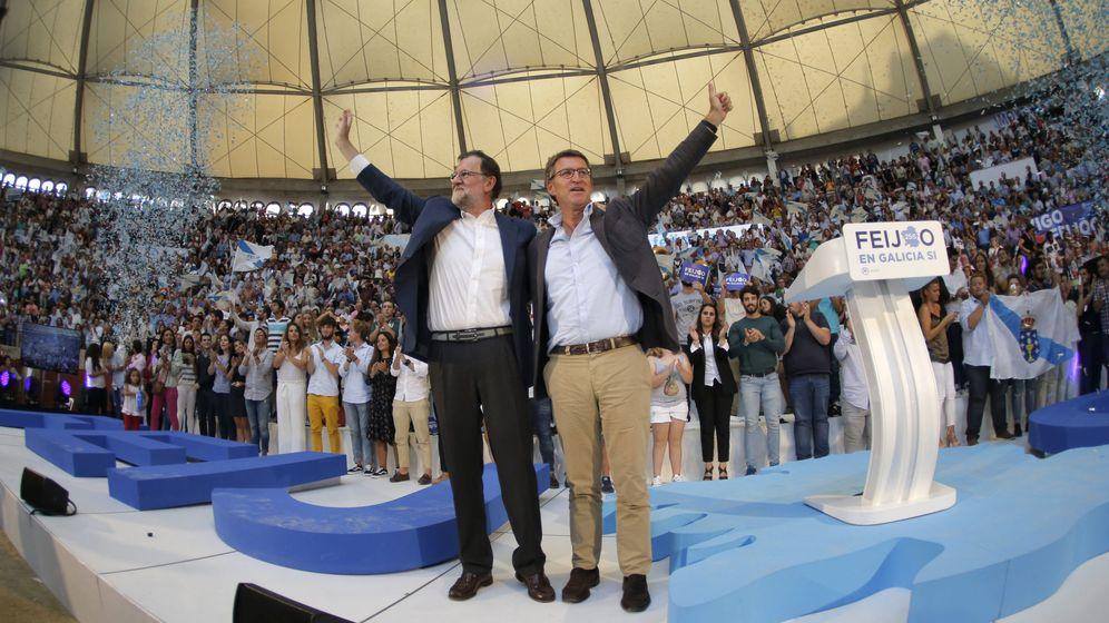 Foto: Mariano Rajoy acude a un acto de campaña en Pontevedra junto a Alberto Núñez Feijóo. (EFE)