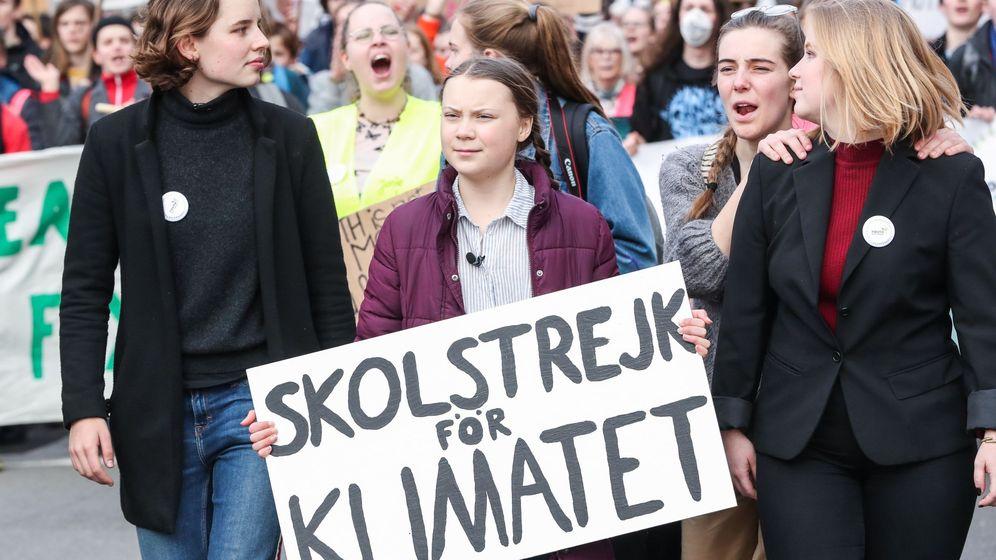 Foto: Manifestación estudiantil por el cambio climático en Bruselas, con la activista Greta Thunberg a la cabeza. (Efe)