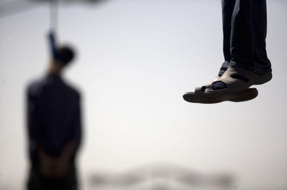 Majid Kavousifar y Hossein Kavousifar tras ser ejecutados en Teherán (Reuters).