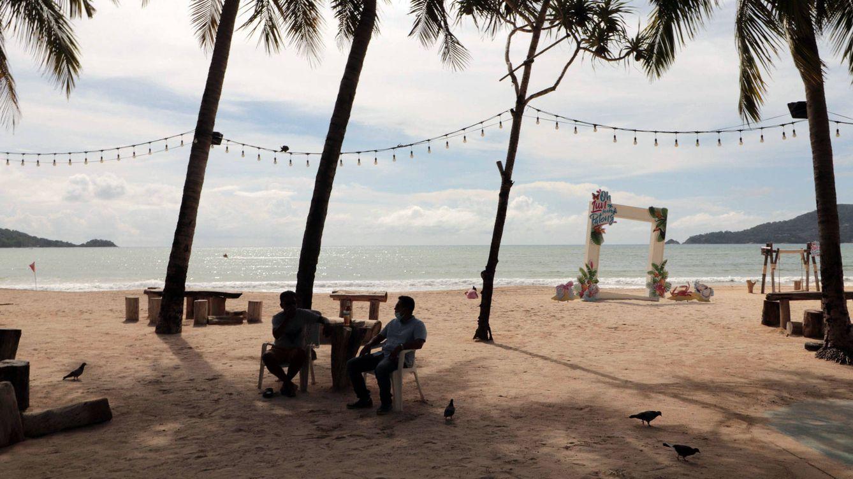 Tailandia y la decisión de Sophie: ¿vacunar antes a sus ancianos o sus islas turísticas?