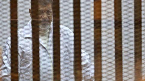 Condenan a 20 años de prisión al expresidente egipcio Mohamed Mursi
