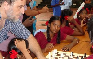 Enseñar ajedrez a niños en la India: la humanidad cobra todo su sentido
