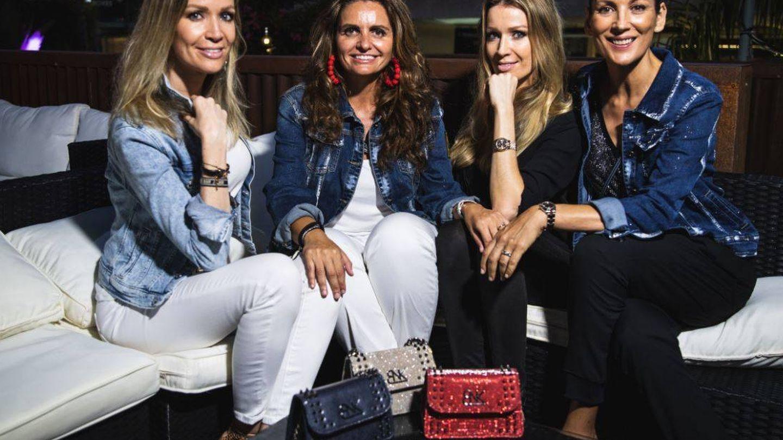 Las hermanas Kimpel, con Sandra García-Sanjuán y Remedios Cervantes, en Starlite. (Foto Elena Parlange (Avory)