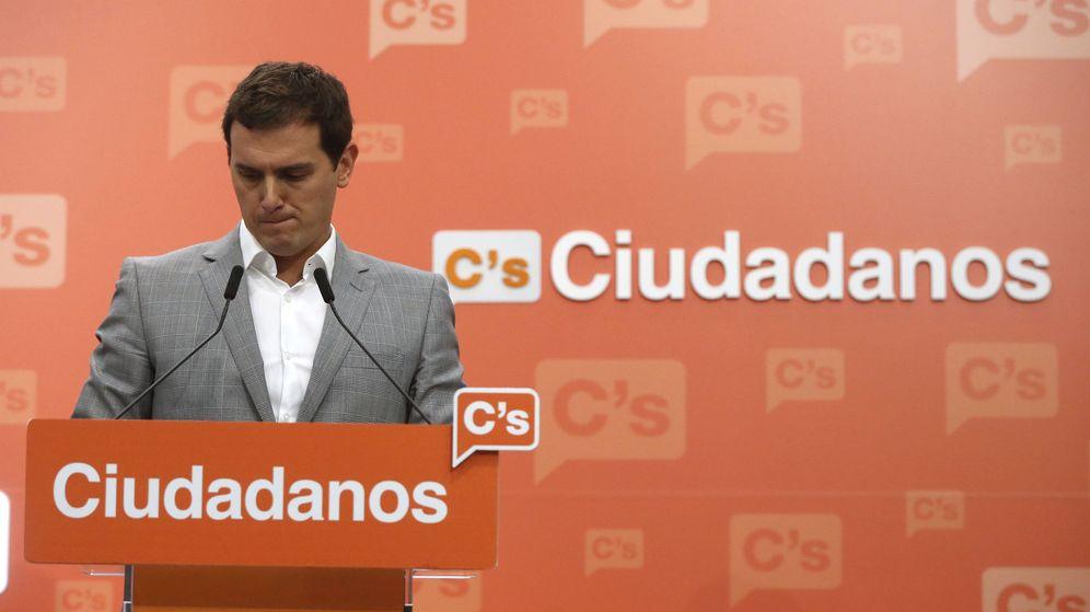 Foto: El líder de Ciudadanos, Albert Rivera, comparece en rueda de prensa en la sede del partido en Madrid para analizar los resultados de las elecciones generales del 26-J. (EFE)