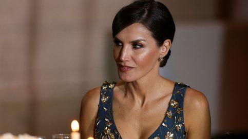 Parejitas conjuntadas y un escotado estreno marcan la cena de Letizia y Juliana Awada