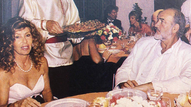 Sean Connery y Micheline Roquebrune, en Marbella en los 80. (Revista Tiempo)