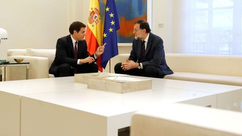 Rivera mantiene la distancia con PP y PSOE y capitaliza el ala dura contra Torra