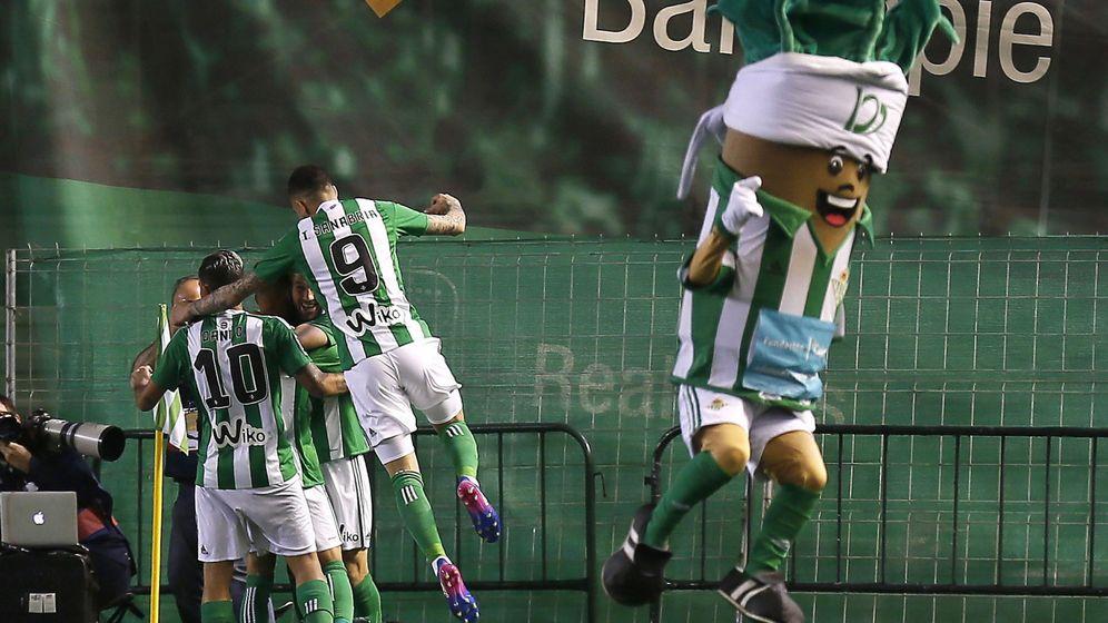 Foto: Los jugadores del Betis celebran un tanto durante esta temporada. (EFE)