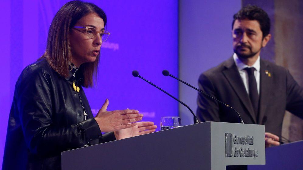 Foto: La consellera de presidencia Meritxell Budó (i), y el conseller de Territori, Damià Calvet (EFE)