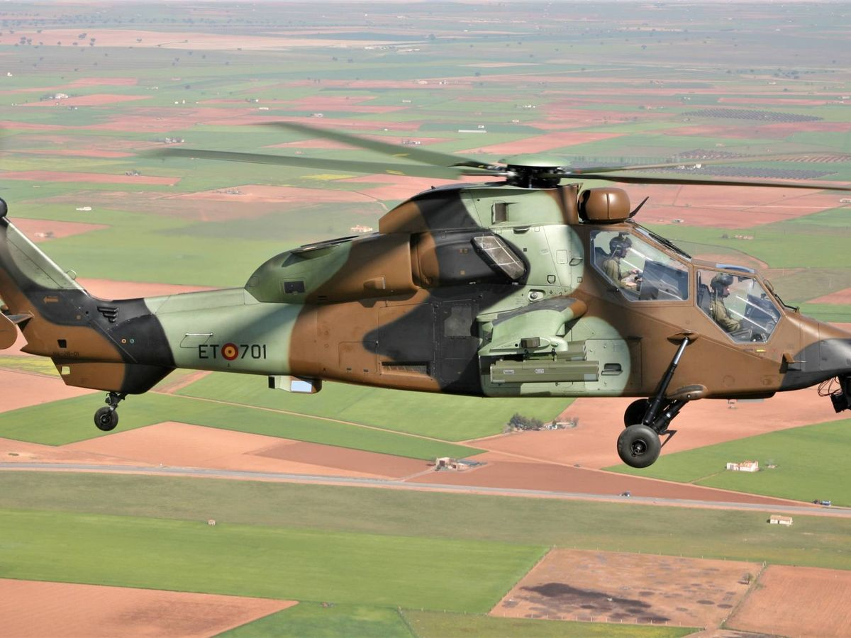 Foto: El primer Tigre HAP recibido por el BHELA I volando en las inmediaciones de Almagro el 19 de abril de 2007 (Foto: Juanjo Fernández)