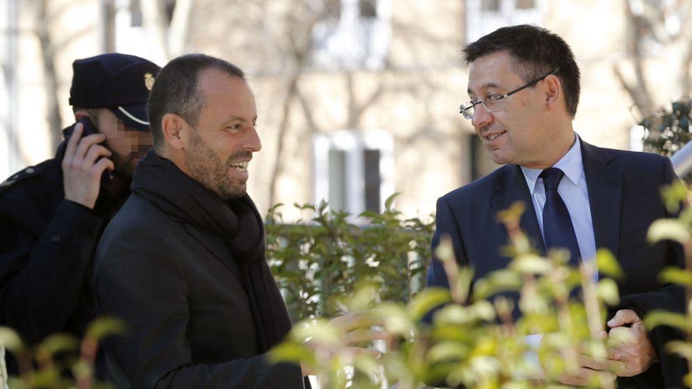 Foto: Rosell y Bartomeu, a la salida de los juzgados (EFE)