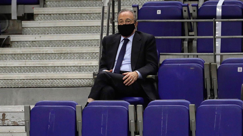 Florentino Pérez, en el Bernabéu. (EFE)
