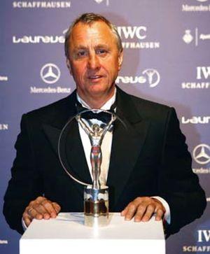 """Cruyff cree que es """"exagerado"""" que Bojan esté en el primer equipo"""