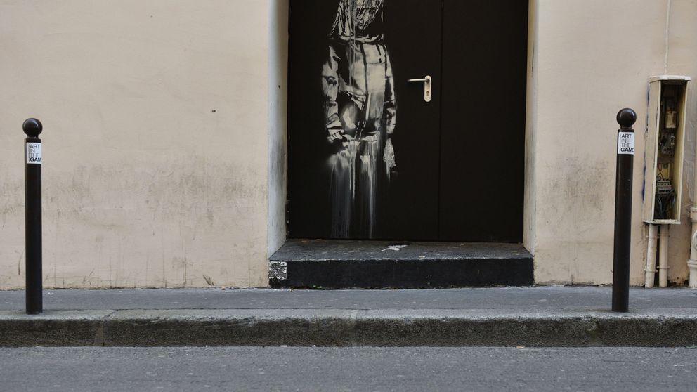 Roban la puerta de la sala Bataclan con una supuesta obra de Bansky sobre los atentados