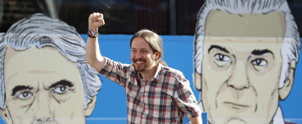 Foto: El secretario general de Podemos, Pablo Iglesias, durante el último acto del 'Tramabús'. (EFE)