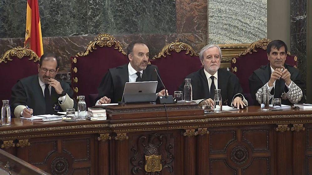 Foto: Marchena y los jueces miembros del tribunal. (EFE)