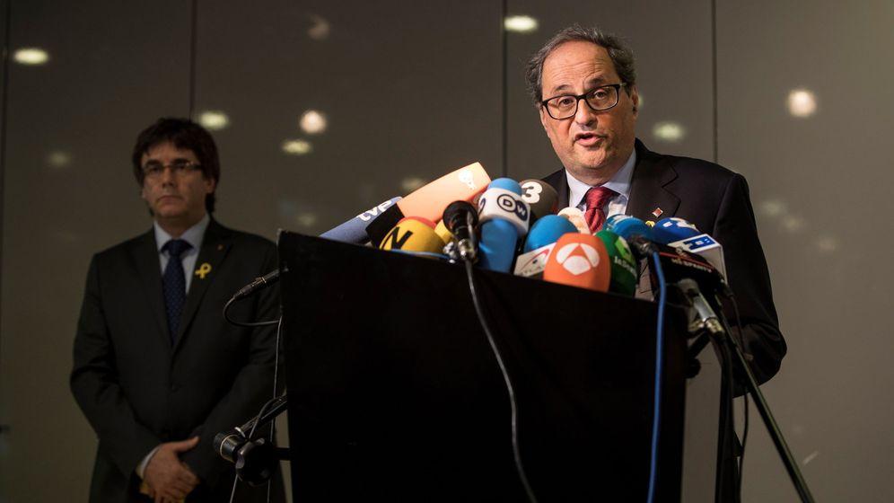 Foto: El recién elegido presidente de la Generalitat de Cataluña, Quim Torra, en una rueda de prensa ayer junto a Carles Puigdemont. (EFE)