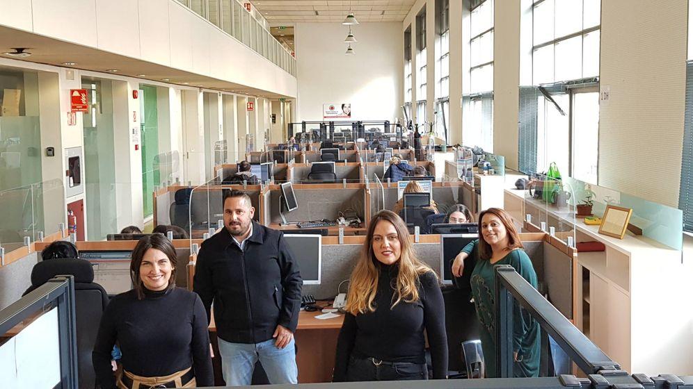 Foto: Los trabajadores del servicio de teleasistencia. (Foto: Junta de Andalucía)