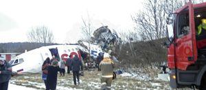 Dos muertos y 83 heridos en un aterrizaje de emergencia en Moscú