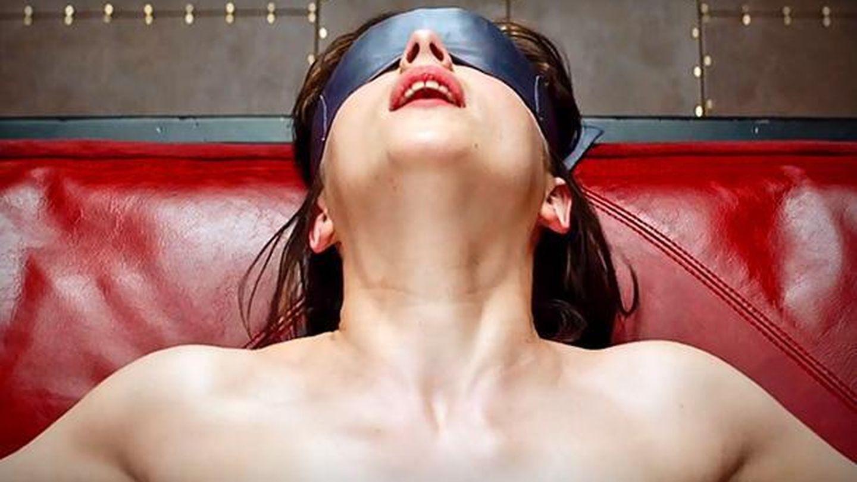 Dakota Johnson en una escena de '50 sombras de Grey'