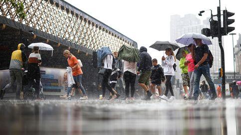 Las lluvias torrenciales inundan partes de Londres e Inglaterra y afectan a dos hospitales