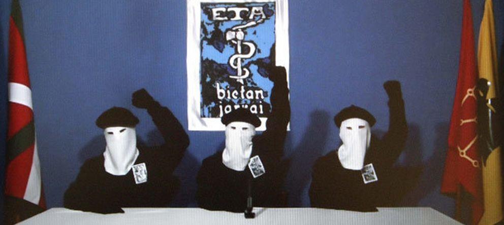Foto: Etarras en la presentación de un comunicado de la banda terrorista.