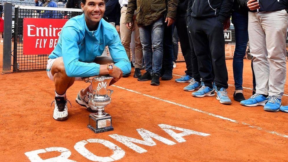 Foto: Rafa Nadal posa con su trofeo en Roma. (EFE)