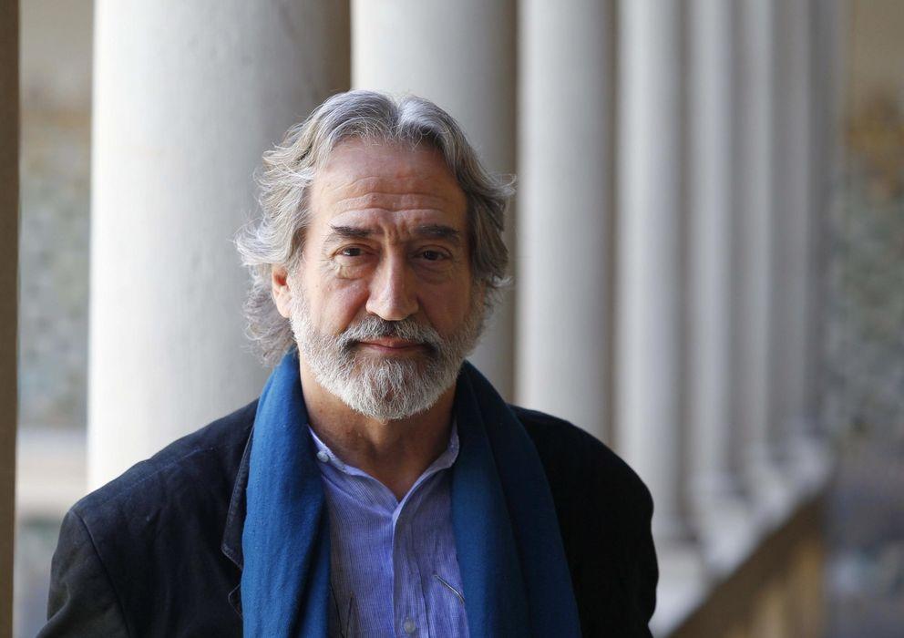 """Foto: El director y maestro de la música antigua Jordi Savall, posa para los medios, durante la presentación hoy del espectáculo musical """"Guerra y Paz"""" (EFE)"""