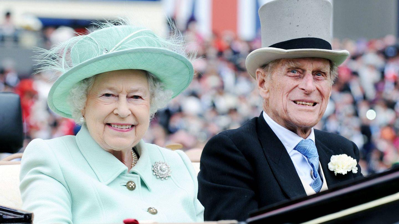 Isabel II y el duque de Edimburgo. (EFE)