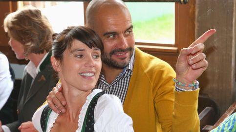 La mujer de Pep Guardiola vuelve a Barcelona con uno de sus tres hijos