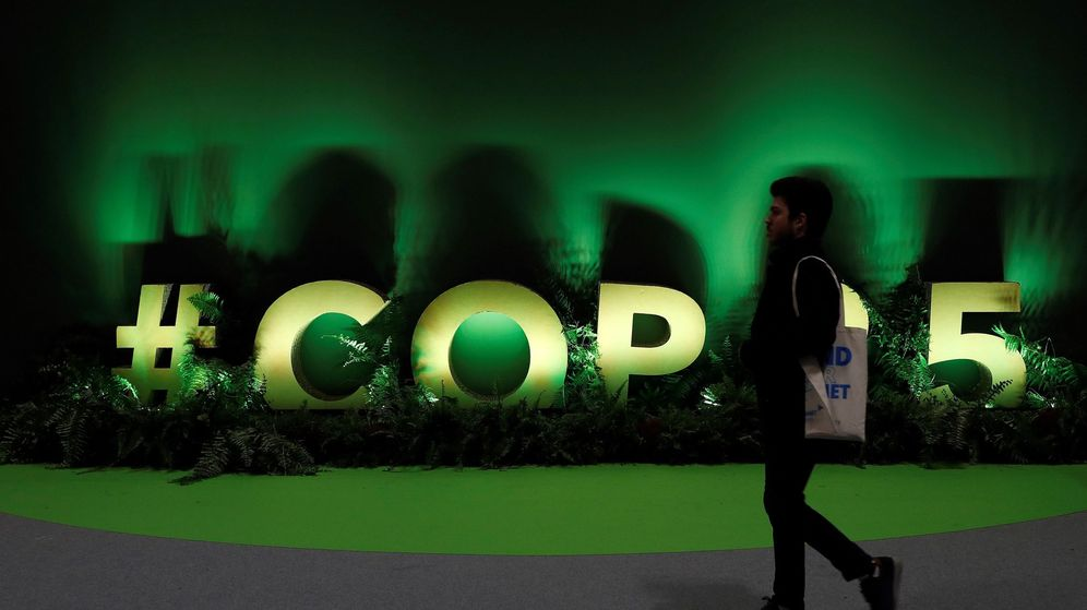 Foto: Interior de uno de los pabellones de la 25 Conferencia de las Partes del Convenio Marco de Naciones Unidas sobre Cambio Climático (EFE)
