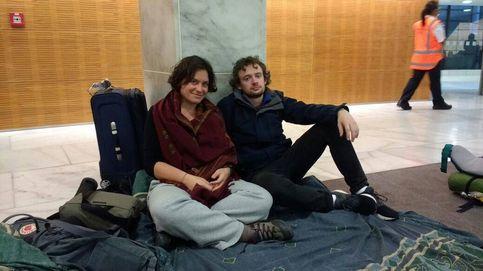 Españoles tras el terremoto:  Nos han metido en un lobby del Parlamento