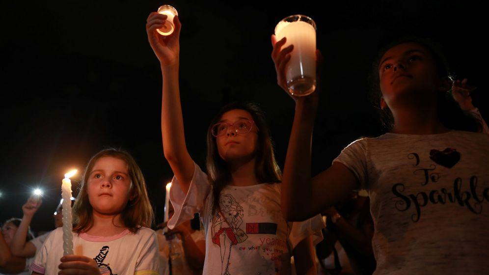 Foto: Vigilia en El Paso tras el tiroteo de este sábado. (Reuters)