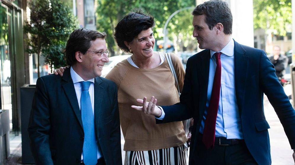 Foto:  José Luis Martínez-Almeida, María San Gil y Pablo Casado.