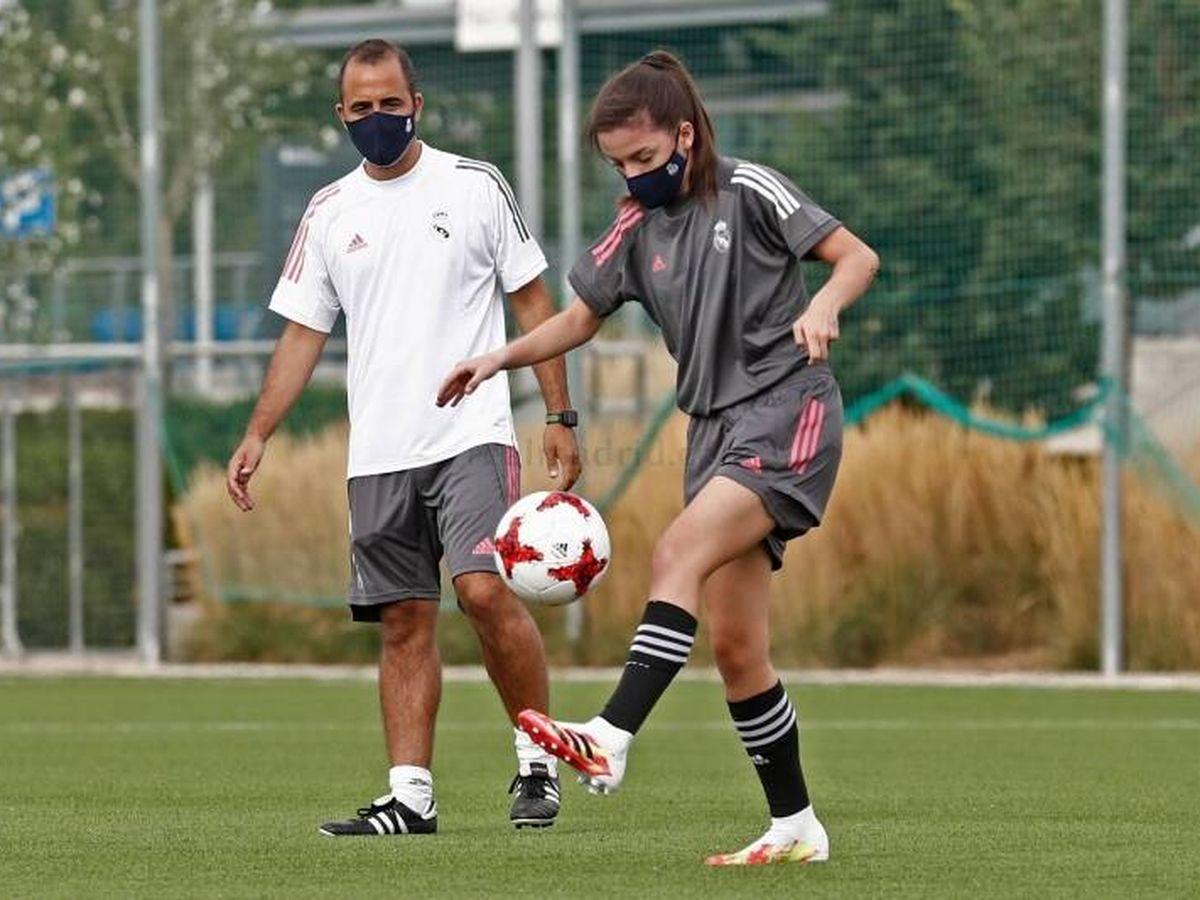 Foto: Miguel Ángel Sopuerta, en un entrenamiento del Real Madrid B femenino. (RM)