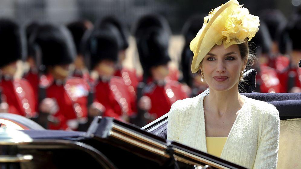 Foto: La Reina en la carroza rumbo a Buckingham. (Efe)