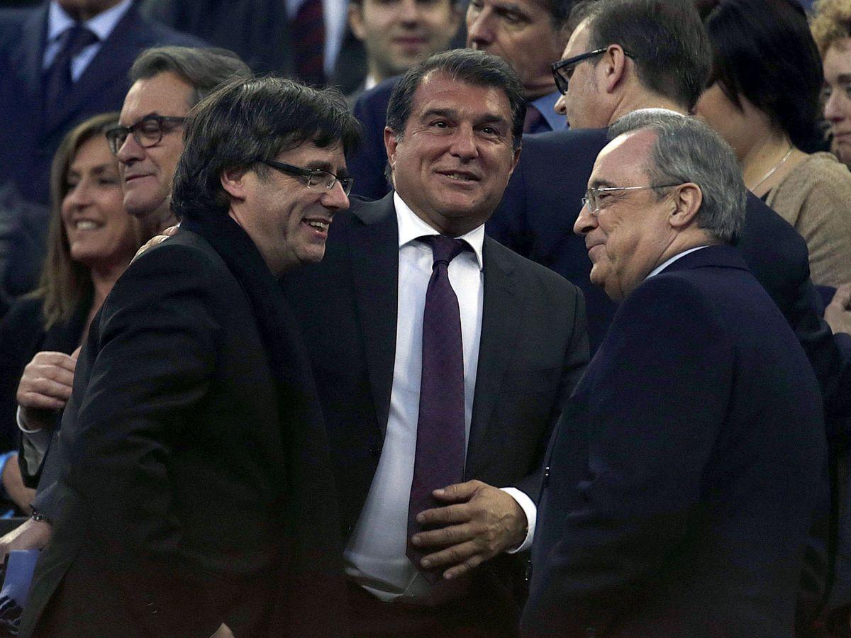 Foto: Puigdemont, Laporta y Florentino, en el palco del Camp Nou. (EFE)